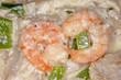 Garnelen und Lachs auf Reis