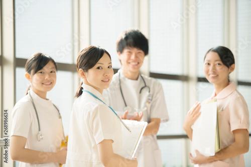 Stampa su Tela  病院で微笑む看護師