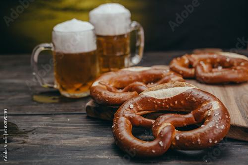 Obraz na płótnie pretzels and beer on wooden table