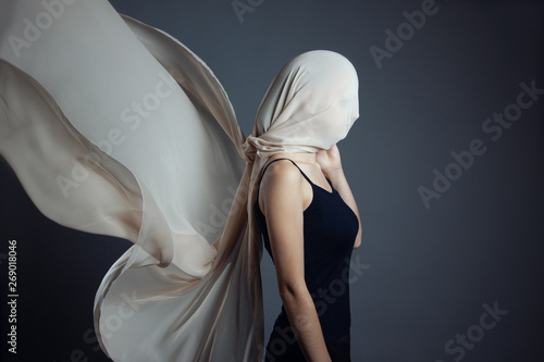 Fotomural An anonymous model, is covered by a beige veil