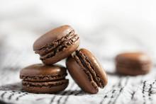 Tas De Macarons Chocolat