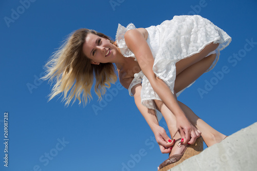 Fotografija  Female person in white dress bends