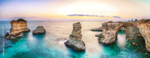 Fotografía  Dramatic seascape with cliffs, rocky arch at Torre Sant Andrea