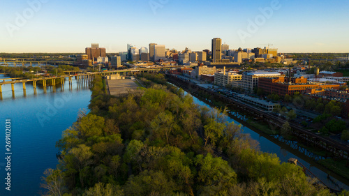 Fotografie, Tablou Early Morning Light Downtown City Skyline Riverfront Park Richmond Virginia
