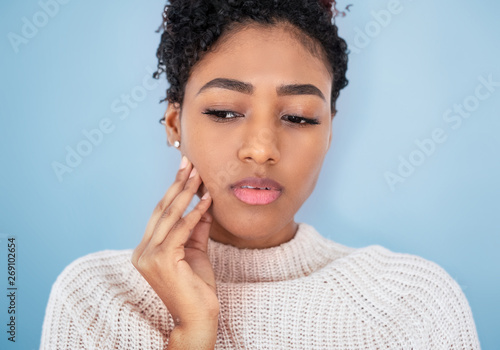 Black girl feeling pain isolated on gray background Fototapeta