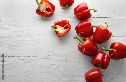 Carta da parati Ripe red peppers on white wooden background