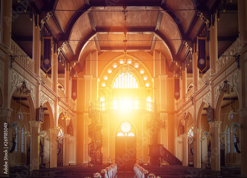 Fotografia interior view of empty church with wooden bench decorated with flower bouquet, s