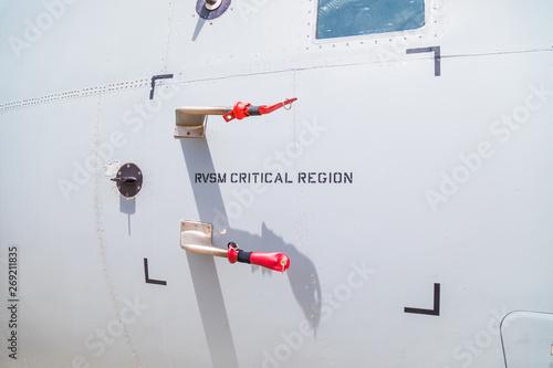 Fotografia Tubi di pitot per misurare la pressione dinamica di un aereo