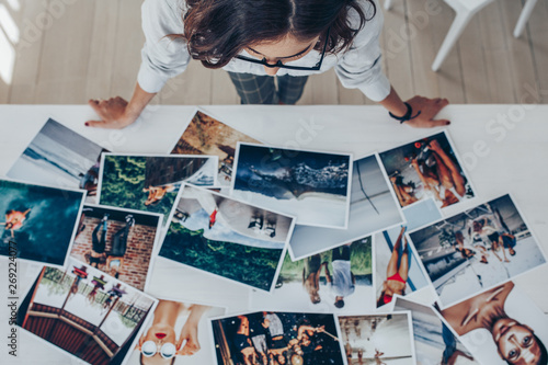 Obraz Choosing the best image from the photoshoots - fototapety do salonu