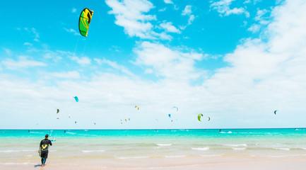 Kitesurfing na lagunie Fuer...