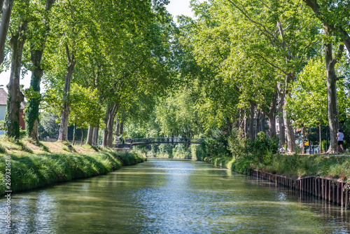 Foto Summer look on Canal du Midi canal in Toulouse, southern Franc