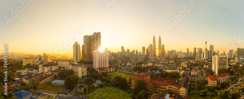 Photo  City of Kuala Lumpur, Malaysia with ariel view and harsh sunlight