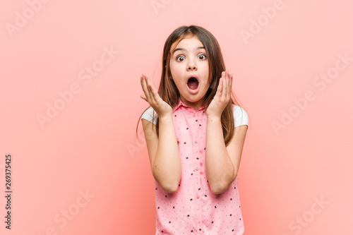Cute little girl surprised and shocked. Fototapete