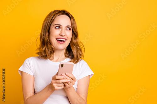 Stampa su Tela  Portrait of nice pretty funky funny millennial hold hand modern technology use u