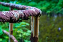 錆びたフェンス