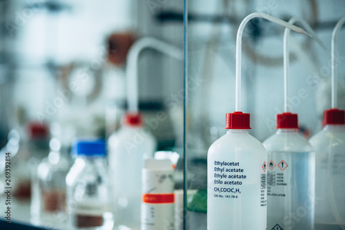 Plastic bottles of chemicals in a laboratory Fototapet