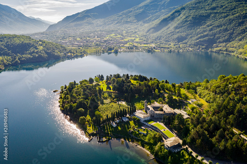 Abbazia di Piona - San Nicola - Lago di Como (IT) - Priorato - Panoramica aerea Wallpaper Mural