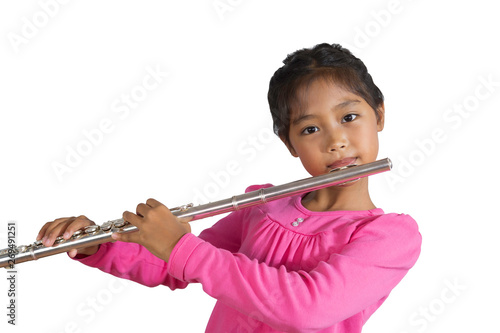 Photo The isolated image of a girl wearing a pink long-sleeved shirt is playing flute