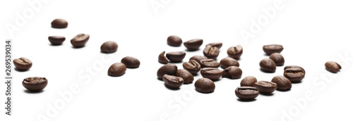 Salle de cafe Coffee beans isolated on white background