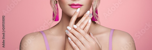 Beauty Woman with perfect Makeup and Manicure Fototapet