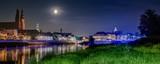 Opole panorama miasta w nocy nad Odrą