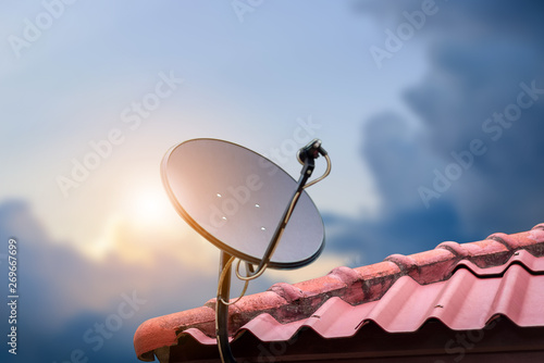 Fotomural  Communication concept with Satellite dish on sunshine background