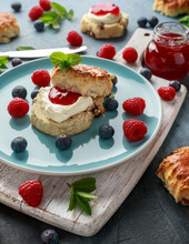 Classic English Scones With Cl...
