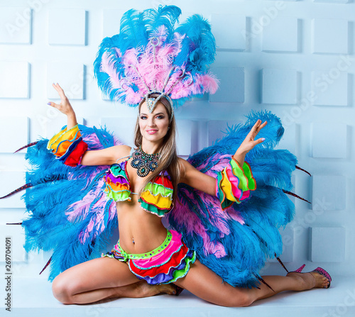 Keuken foto achterwand Carnaval woman wearing a costume of carnival dancer