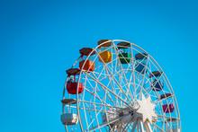 Buntes Riesenrad Vor Blauem Himmel