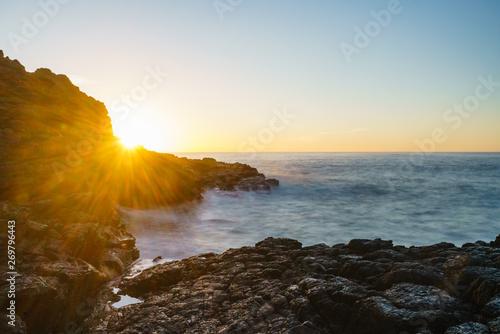 Felsküste von Kiama in New South Wales Australien bei Sonnenaufgang Tapéta, Fotótapéta