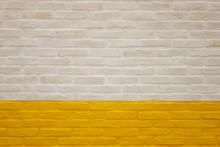 白と黄色のブロック壁