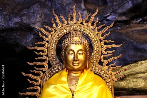 Fotografia  Saraburi Province, Thailand - March 24, 2019: Beautiful Golden Buddha statue at Thum Pra Tun Cave