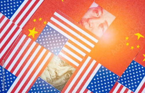 Closeup Benjamin Franklin and Mao tse tung face behind USA and China flags Canvas-taulu