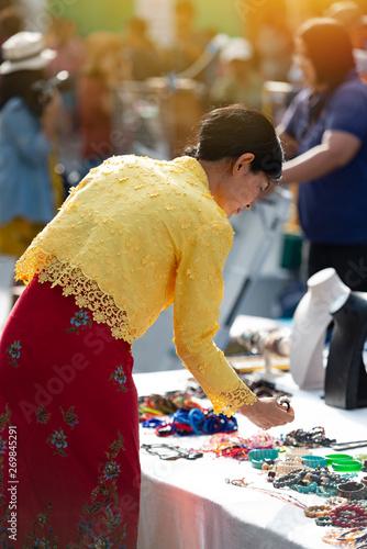 Fototapeta Tourist enjoying in lard yai walking street ,traveling concept