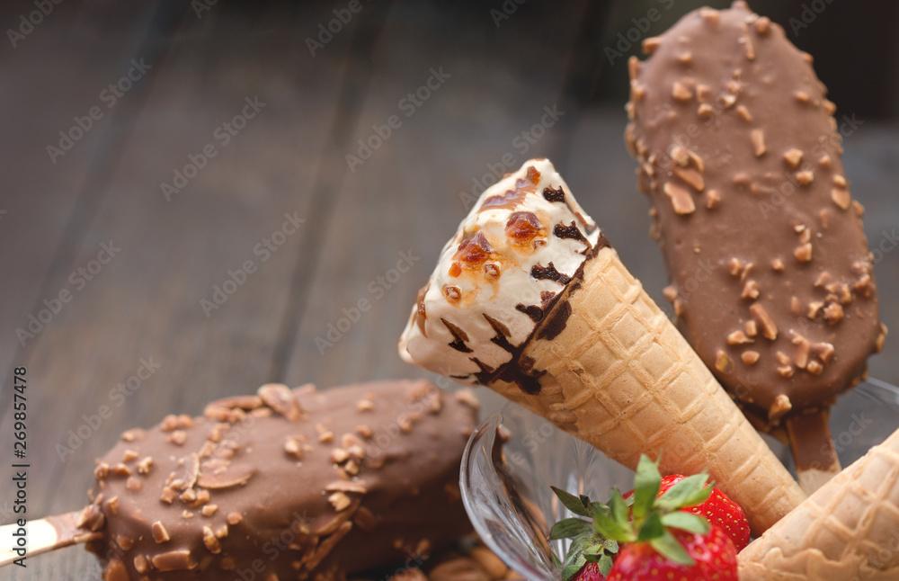 Fototapety, obrazy: Ice cream with vanilla, caramel, hazelnut and almond