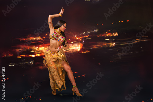 Leinwand Poster Young woman performing belly dance