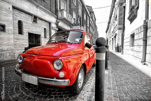 Fotografia  Red fiat 500 in italy color splash