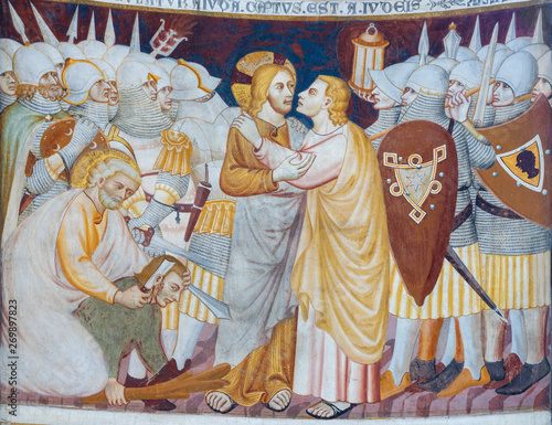 Valokuva COMO, ITALY - MAY 9, 2015: The old fresco of Betray of Jesus with the Judas kiss in church Basilica di San Abbondio by unknown artist Maestro di Sant'Abbondio (1315 - 1324)
