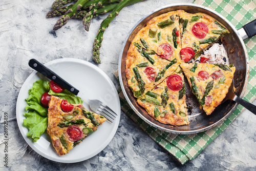 Frittata made of eggs, asparagus and tomatoes