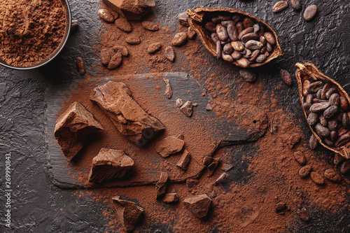 Fotomural  Composition with cocoa powder, beans and chocolate on table