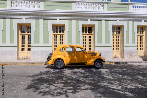 Papel de parede  Alter Ford von 1935 in der Altstadt von Trinidad, Kuba