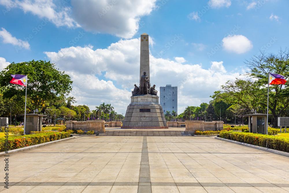 Fototapety, obrazy: Manila, Philippines - April 5, 2019: rizal park (Luneta) and Rizal Monument