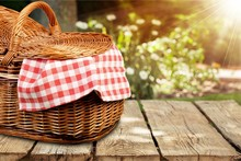 Picnic Basket With Napkin Om N...