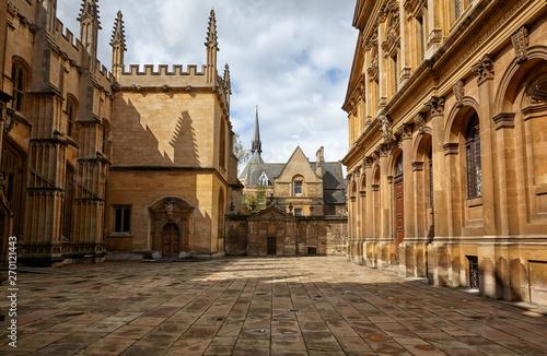 Fototapeta Old yard in Oxford. England
