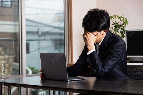 Canvastavla オフィスで悩む会社員