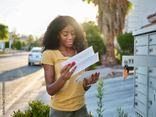 Fotografía african american woman checking mail in las vegas community