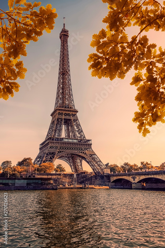 Poster Tour Eiffel Eiffel tower during the autumn in Paris at sunset