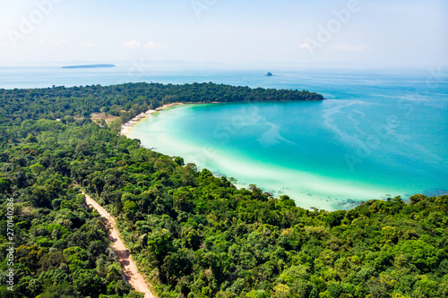 Photo sur Toile Cote Top view of a beautiful tropical island with dense forest or jungle. long beach in tropical paradise snake island near sihanoukville cambodia