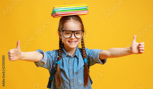Fotomural  funny child school girl girl on yellow background    .
