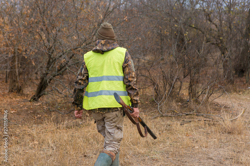 Foto op Canvas Jacht Hunters with a german drathaar and spaniel, pigeon hunting with dogs in reflective vests